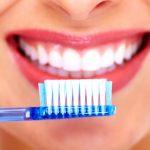 ¿Cuál es la forma correcta de cepillar los dientes?